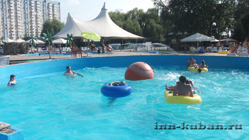 бассейн в аквапарке