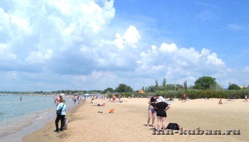 на пляже в Анапе