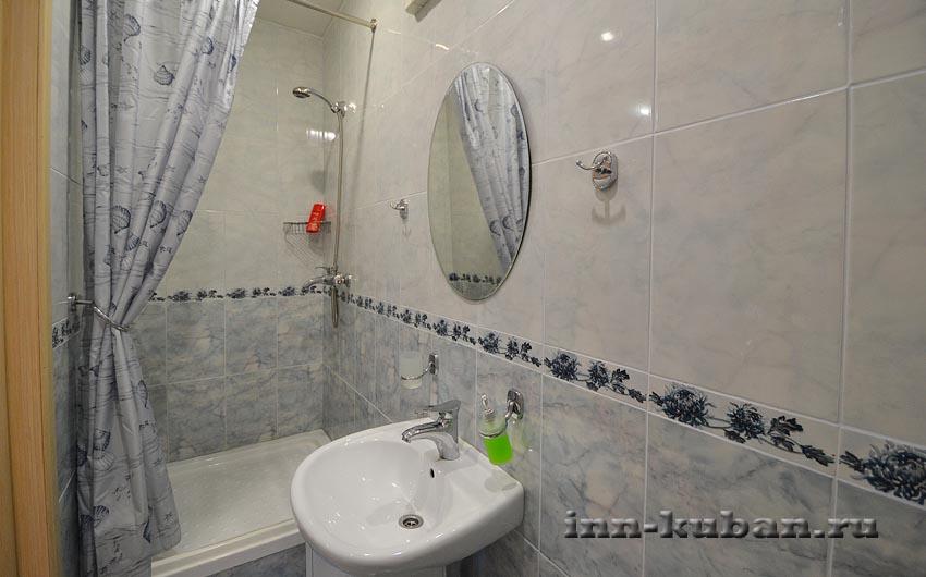 ванная в серой комнате